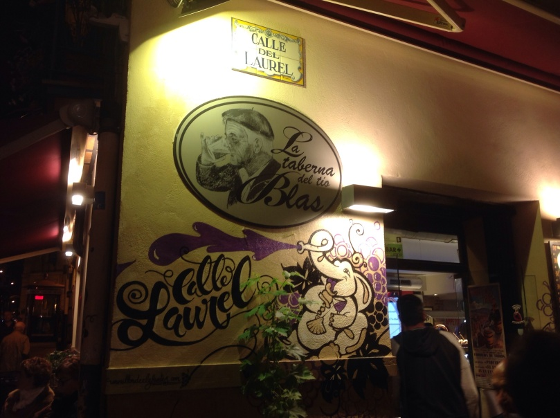 スペインのログローニョの居酒屋(バル)街、ラウレル通り。