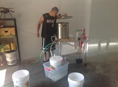 自宅のガレージでビール造り!